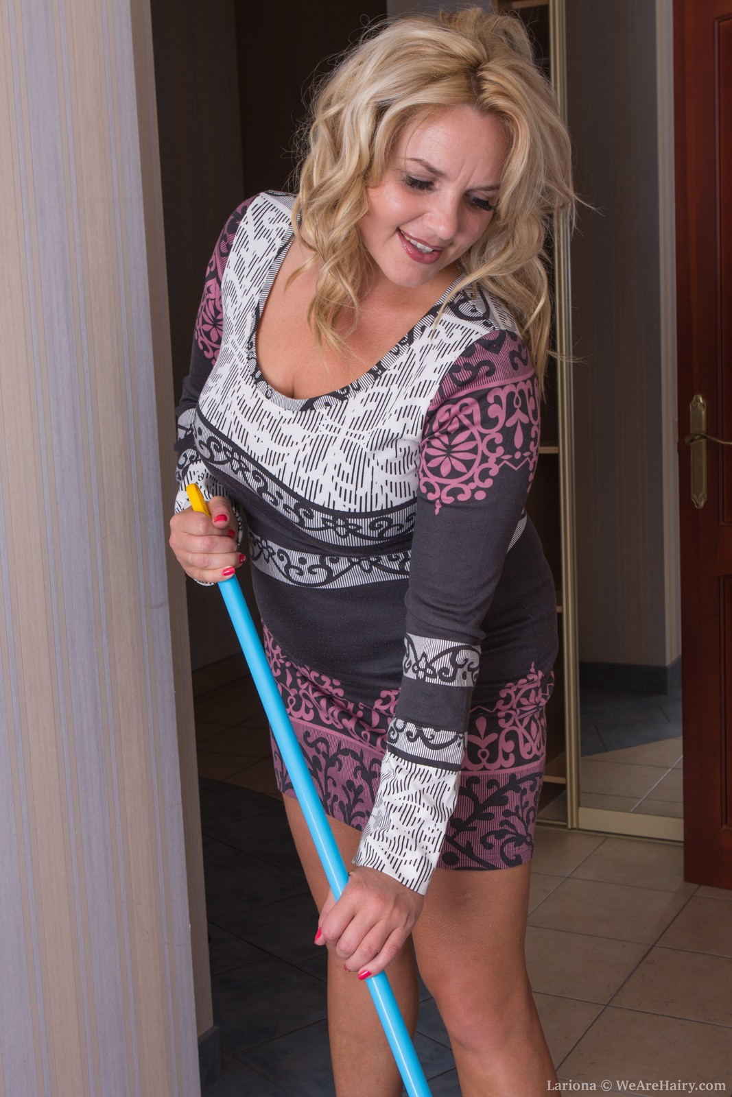 Hot and hairy housewife Lariona cleaning up for us in the nude