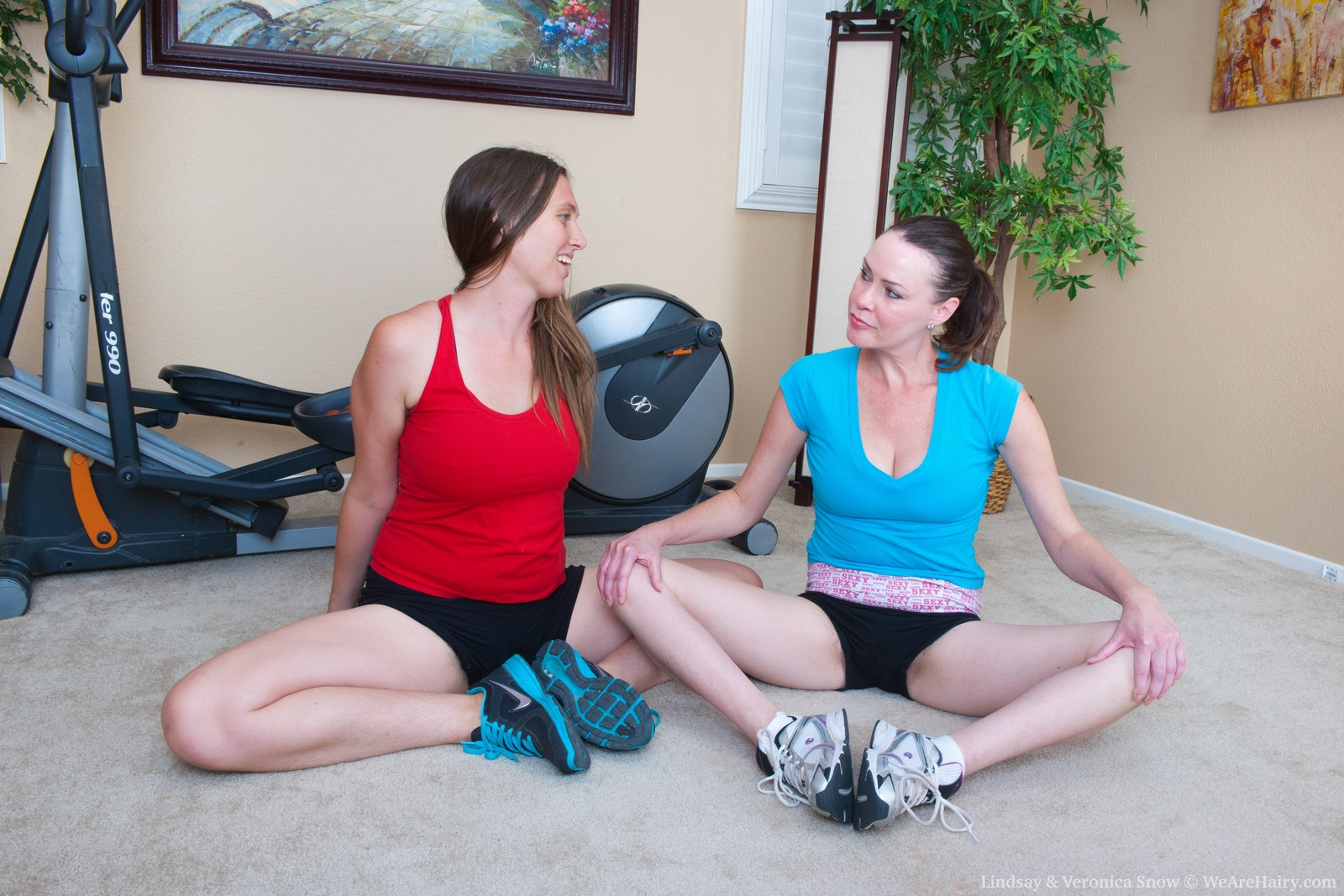Lindsay and Veronica Snow has post workout curvy lesbo fuck session
