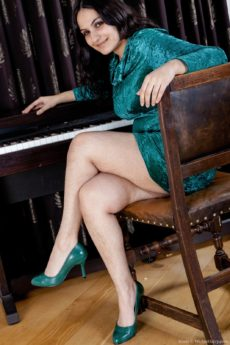 Erotic piano lessons with horny hairy and plump girl Riani