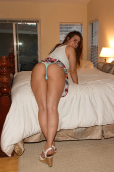 Lanie Morgan wants to show you her big natural breasts and round ass in the hotel room